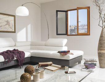 Fenêtre bois VIRTUOSE en Pin Sylvestre, bicoloration lasure dorée et gris anthracite. GIMM Menuiseries